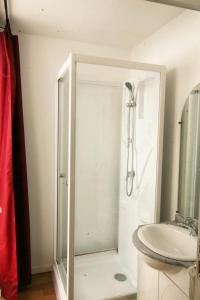 Een badkamer bij Le Clos Auvergnat