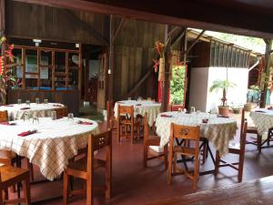 A restaurant or other place to eat at Hostal El Paisano