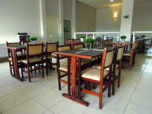 A restaurant or other place to eat at Bonno Hotel Paulínia