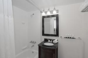 A bathroom at Lexington by Hotel RL Miami Beach
