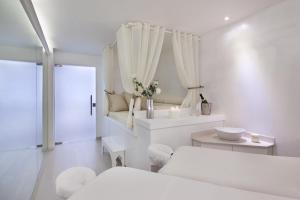 A bathroom at Leonardo Plaza Hotel Jerusalem