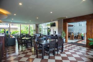 A restaurant or other place to eat at Eclipse Hotel Yogyakarta