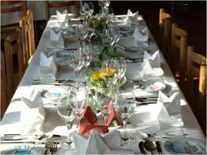 Ein Restaurant oder anderes Speiselokal in der Unterkunft Hotel Rössli