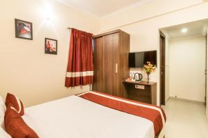A bed or beds in a room at Octave Studio Hotel
