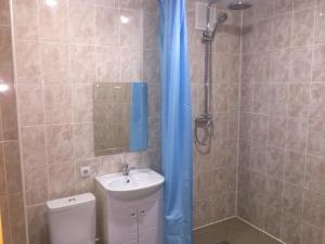 A bathroom at Абсолют