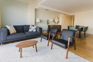A seating area at HQ Rooms Apartments San Vicente