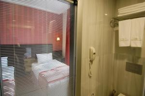 A bathroom at Sultan Mehmed Hotel