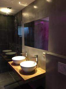 A bathroom at Resort Bungalows Dellewal