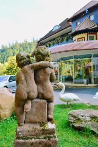 Der Swimmingpool an oder in der Nähe von Hotel Langenwaldsee