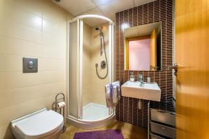 A bathroom at Apartamentos Amanecer Murcia