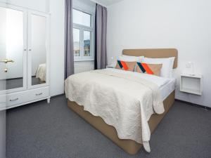 A bed or beds in a room at Dolac One Apartments