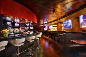 The lounge or bar area at Hyatt Regency O'Hare Chicago