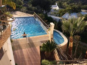 A view of the pool at Golda Sol or nearby