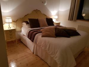 A bed or beds in a room at Ely House B&B