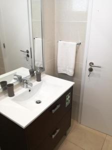 A bathroom at Holiday Apartments Funchal
