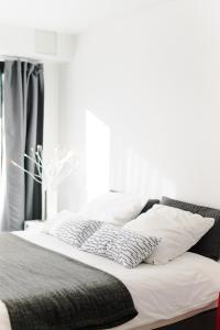 A bed or beds in a room at Le Cube Plage de la Bergerie
