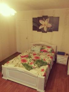 A bed or beds in a room at 1-rooms Apartment on Frunzie 24