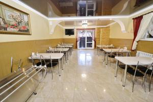 A restaurant or other place to eat at Guest House Alesha