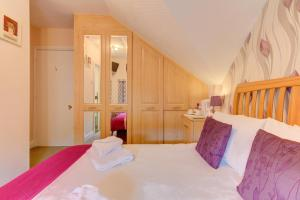 A bed or beds in a room at Park House