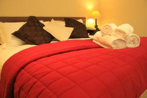 A bed or beds in a room at Annandale Arms Hotel