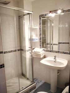 Un baño de Hostal Alcántara