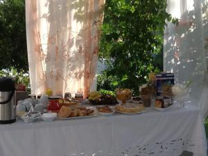 Επιλογές πρωινού για τους επισκέπτες του Karmik Concept Pension