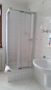 Ein Badezimmer in der Unterkunft Villa Martha