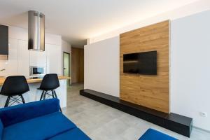 Telewizja i/lub zestaw kina domowego w obiekcie Super-Apartamenty Luxury