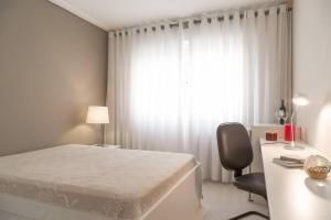 A bed or beds in a room at HomeStay 2 - Avenida Carlos Gomes
