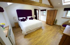 A bed or beds in a room at Saddleback View Cottage