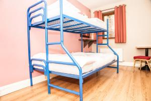 A bunk bed or bunk beds in a room at Isaacs Hostel