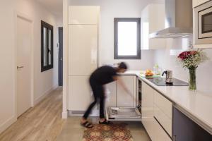 Una cocina o zona de cocina en Hotel Sagrada Familia Apartments