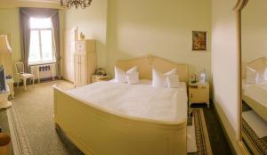 Ein Bett oder Betten in einem Zimmer der Unterkunft Villa Vier Jahreszeiten