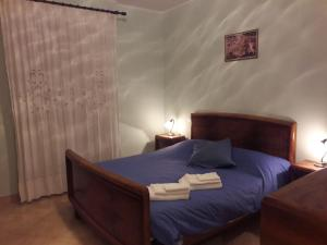 A bed or beds in a room at Studio 16 Apartment