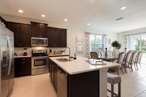 A kitchen or kitchenette at Encore Resort 2063 8 Bedroom Water Park