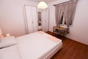 A bed or beds in a room at Robinson Dora