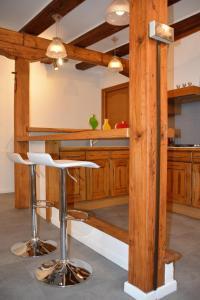Cuisine ou kitchenette dans l'établissement Le Cerf