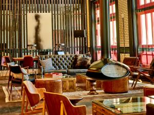 Salon ou bar de l'établissement Detroit Foundation Hotel
