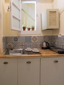A kitchen or kitchenette at Antica Casa Studios