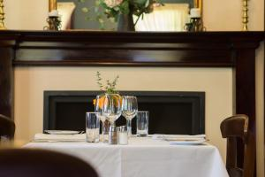 A restaurant or other place to eat at Petersons Armidale Winery and Guesthouse