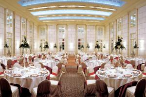 A restaurant or other place to eat at Park Hyatt Mendoza Hotel, Casino & Spa