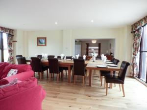 A restaurant or other place to eat at Rose Cottage, Blandford Forum
