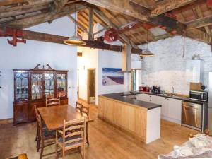 A kitchen or kitchenette at The Old Workshop, High Peak