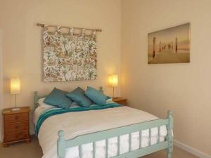 A bed or beds in a room at Leat Cottage Newland Mill, North Tawton