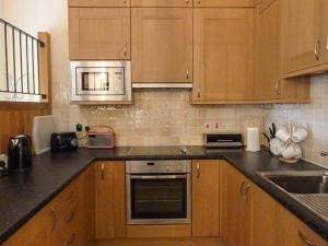 A kitchen or kitchenette at Leat Cottage Newland Mill, North Tawton