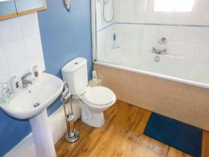 A bathroom at Beach Retreat, Bournemouth