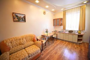 Гостиная зона в Minsk Hotel