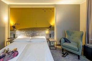 A bed or beds in a room at Mercure Stuttgart Zuffenhausen