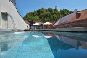The swimming pool at or close to Vander Urbani Resort - a Member of Design Hotels