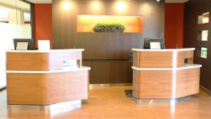 The lobby or reception area at Courtyard by Marriott Portland Airport